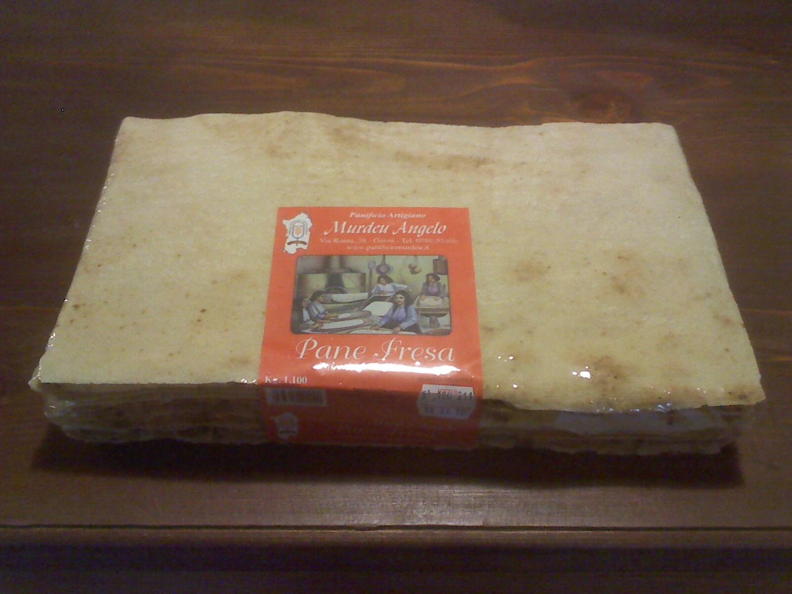 Pane è Fresa è il pane carasau dei pastori, pane preparato con le antiche tradizioni gavoesi, cotto con forno a legna. Particolare la sua forma rettangolare con due sfoglie, la prima sottile, la seconda più spessa che avvolge la sfoglia sottile al suo interno.